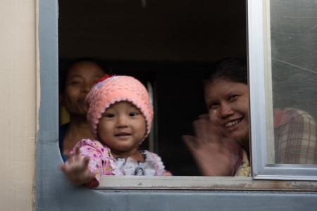 Yangon Express, Blog. Child en Camera (1 of 1)
