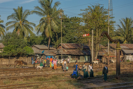 Yangon Express, Blog. Trackside Life (1 of 1)